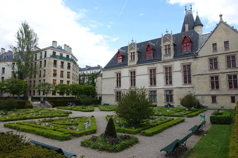 jardin caché marais paris galerie joseph showroom à louer