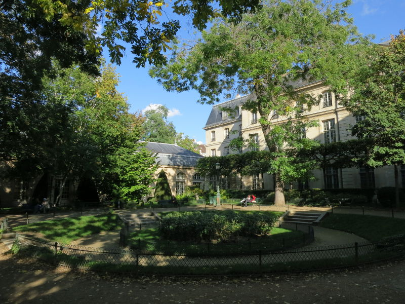 jardins cachés marais paris galerie joseph showroom louer