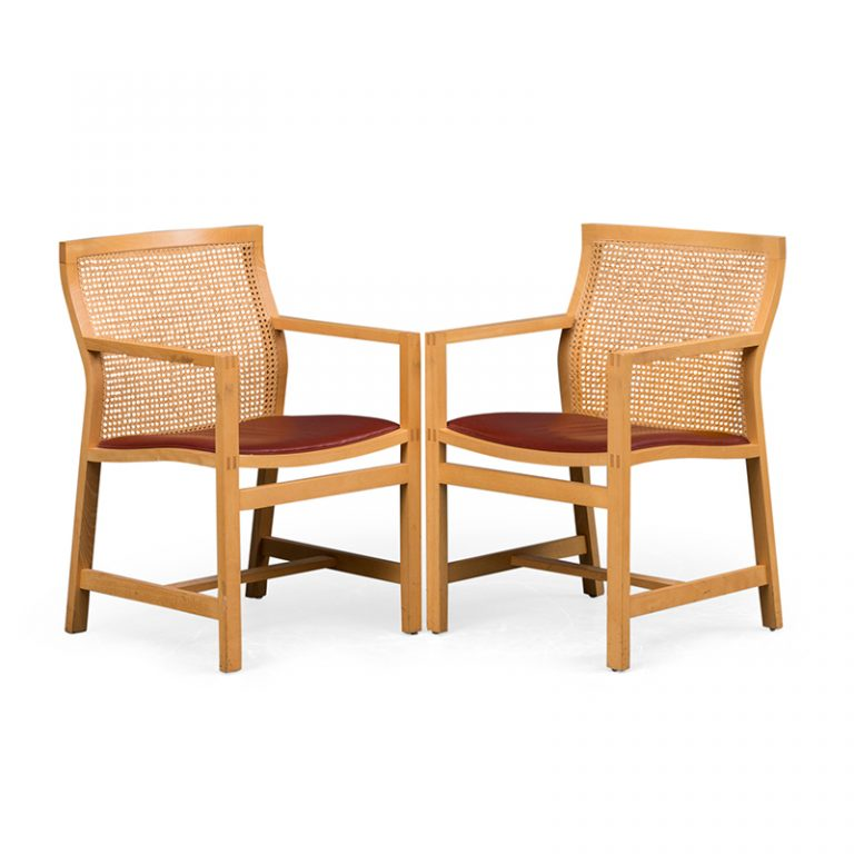 la paire de chaise de Rud Thygesen et Johnny Sorensen