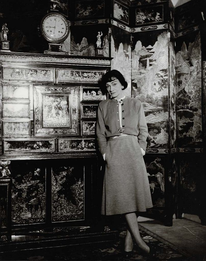 Louise Dahl-Wolfe Coco Chanel in her Apartment, 1954 ©