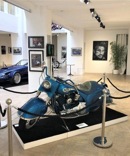 Exposition motos et voitures anciennes